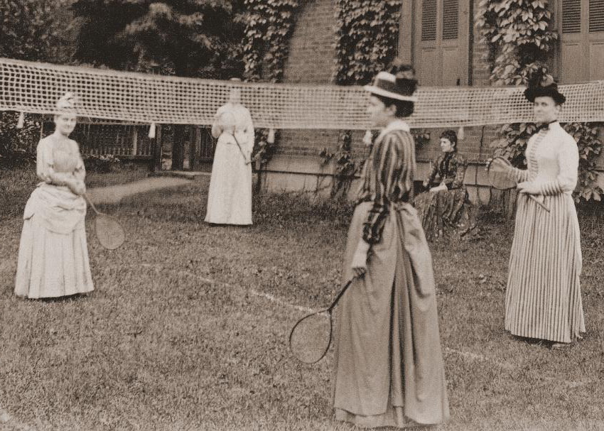 Young women playing badminton at Beaver College